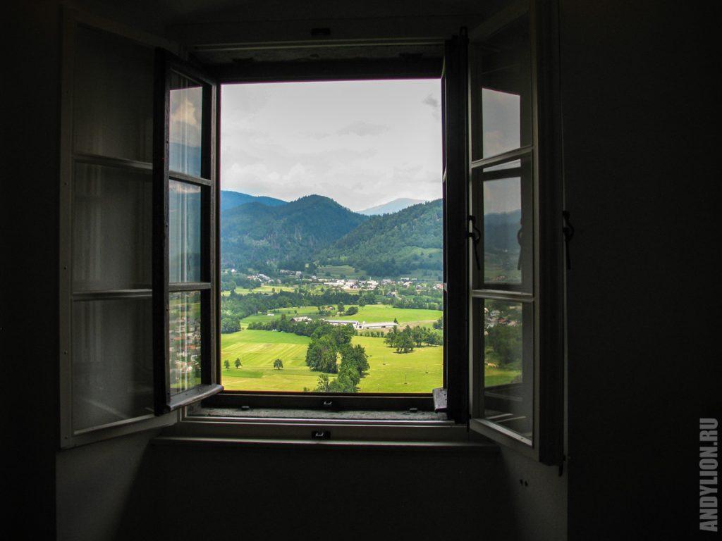 Сельская пастораль из окна Бледского замка