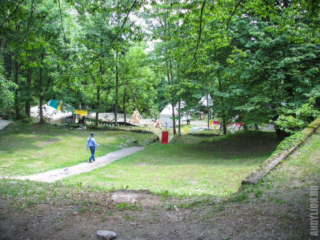 Рыцарский лагерь у подножия Бледского замка