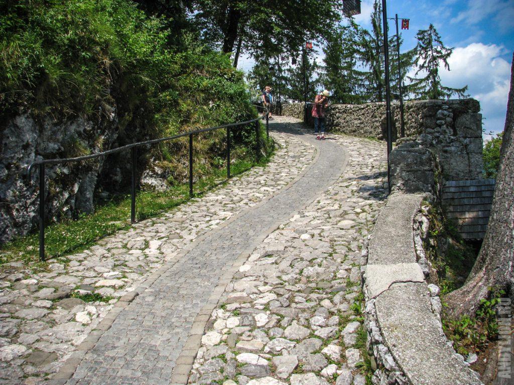 Дорожка к замку