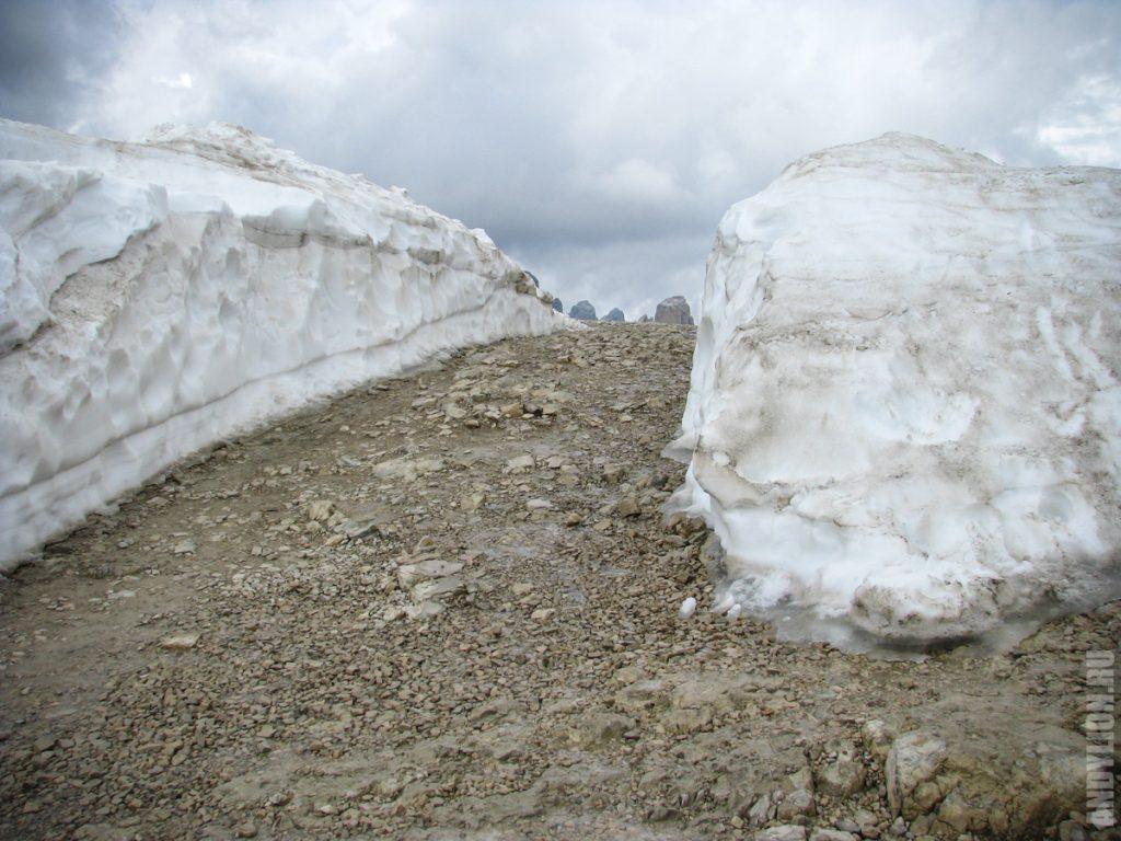 Снег в Доломитах в начале июня