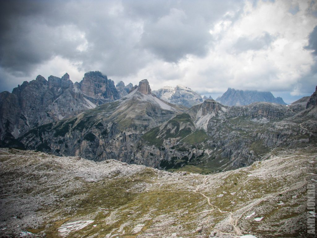 Вокруг парка Тре Чиме. Вид на Torre di Toblin.