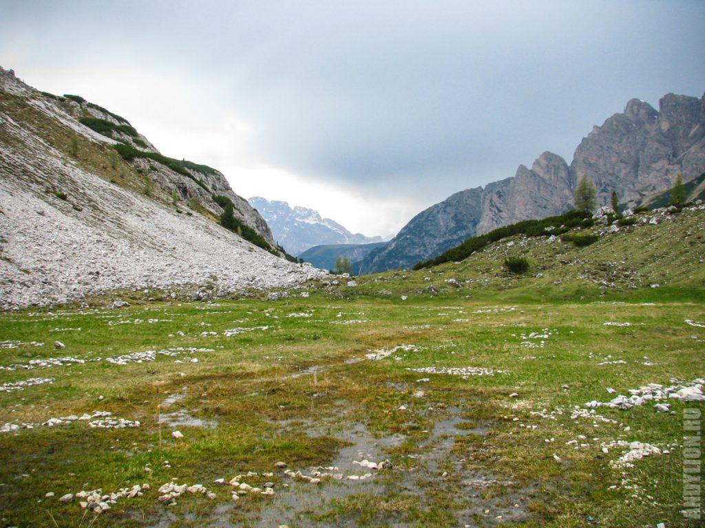 Долина у подножия северной стены Тре Чиме ди Лаваредо