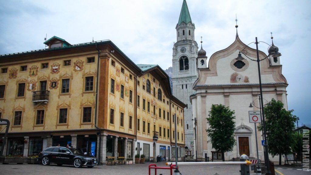 Кортина-д'Ампеццо. Колокольня и Храм святых Филиппа и Иакова.
