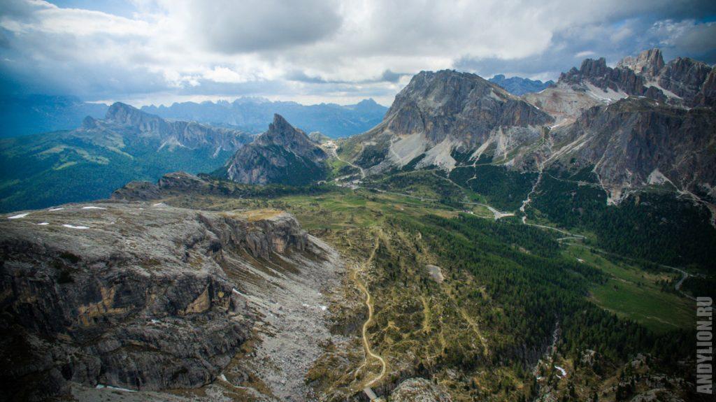 Долина у подножия горы Averau