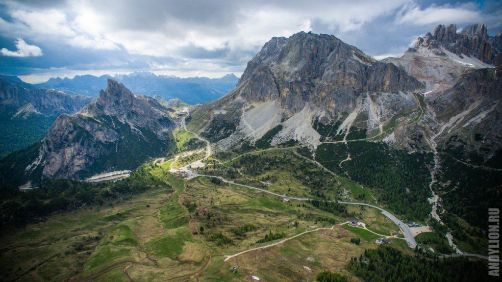 Дорога в Доломитовых Альпах