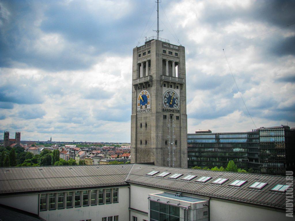 Башня Немецкого музея с барометром и гигрометром