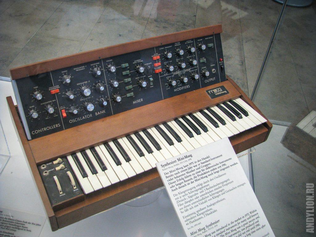Синтезатор 1978 года