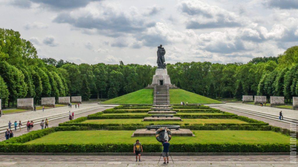 Мемориал воину-освободителю в Трептов-парке