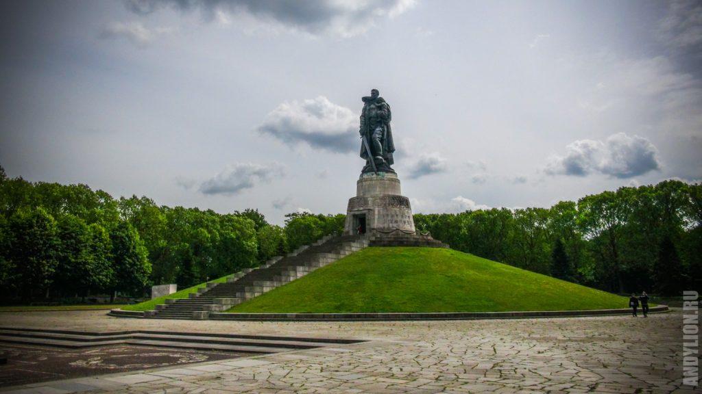 Воин-освободитель в Трептов-парке