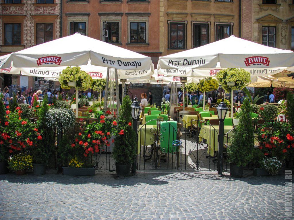 Кафе на площади Рынок в Варшаве