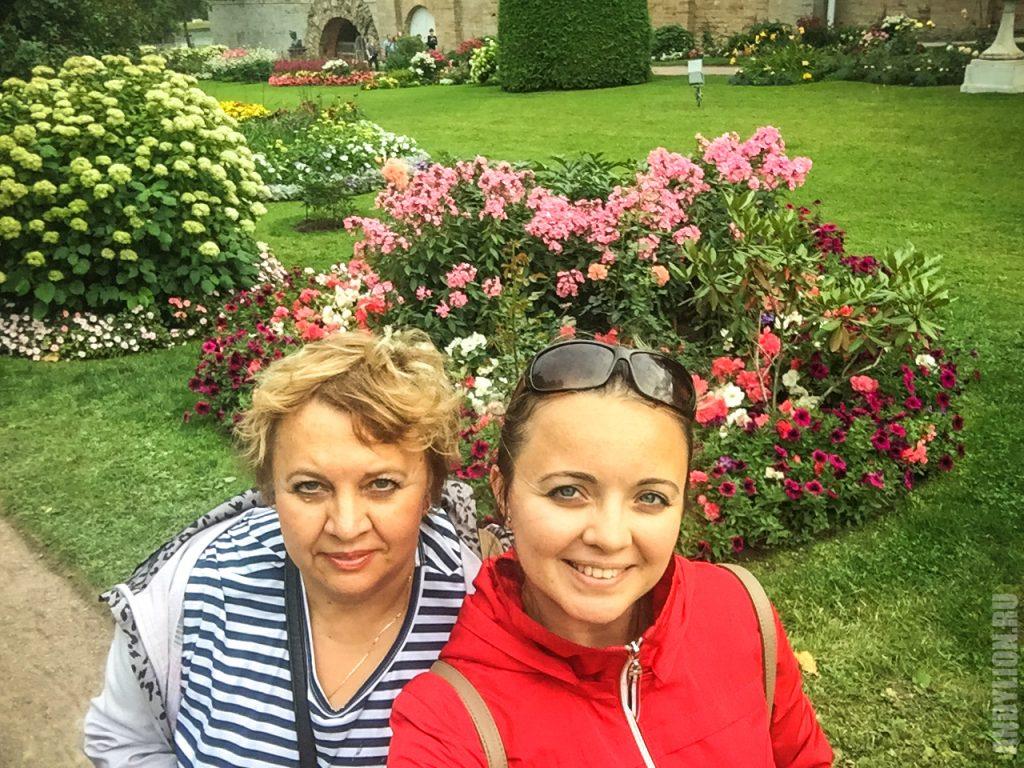Аня с мамой