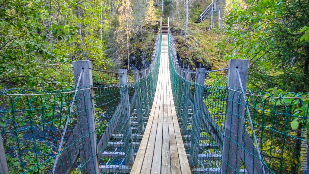 Подвесной мост через реку Оуланка