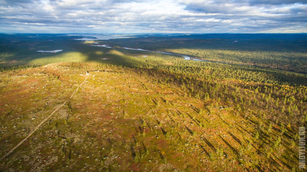 Вид в сторону Инари и на реку Juutuanjoki. Лапландия. Финляндия.