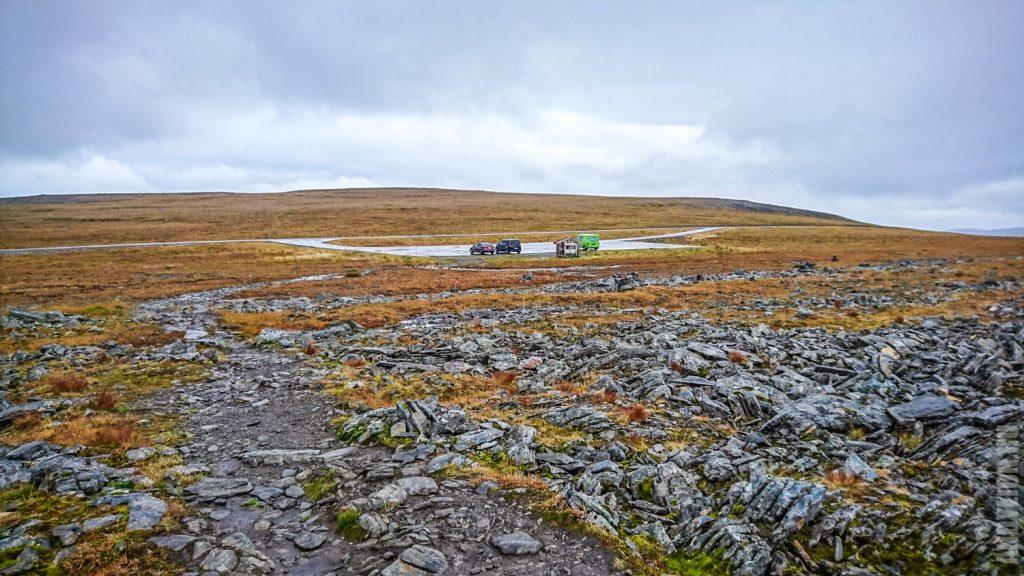 Парковка в начале тропы на мыс Кнившелльодден