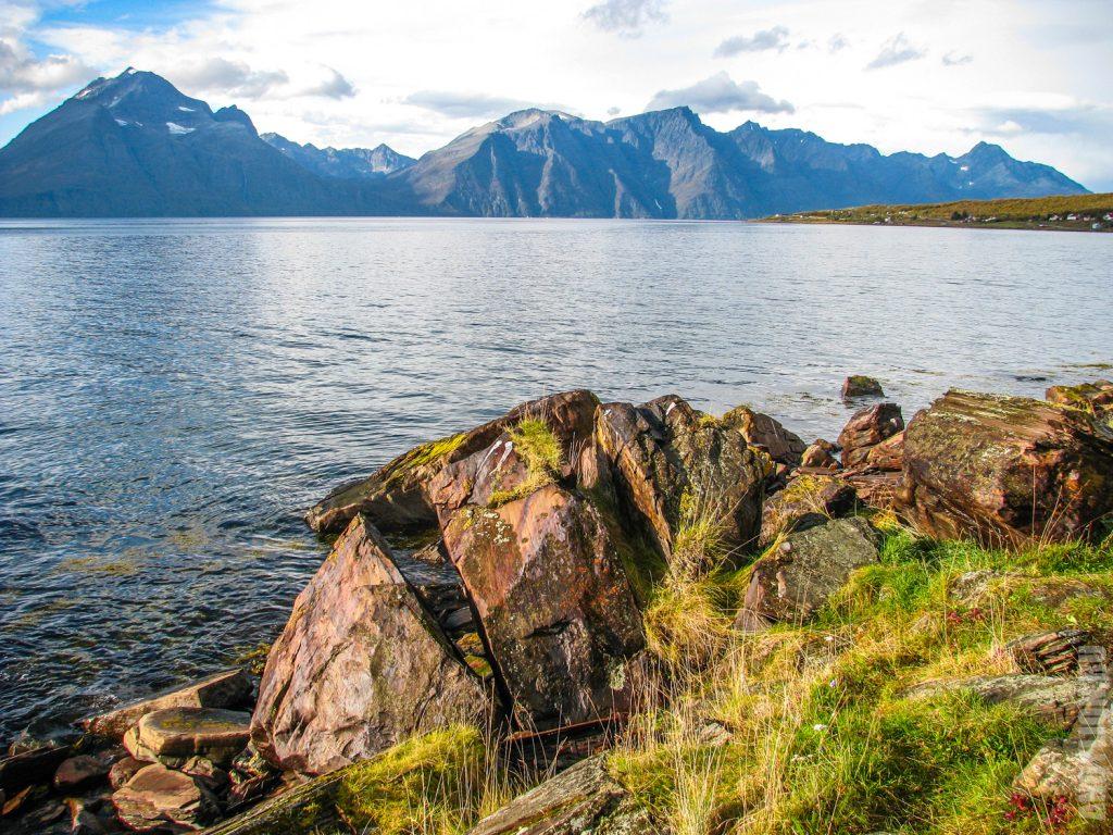 Горы и фьорд. Северная Норвегия. Тромс.