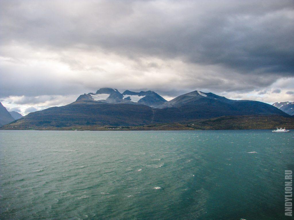Суровая Норвегия осенью на севере
