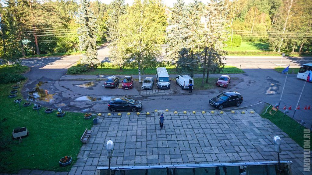 Парковка около гостиницы Репинская